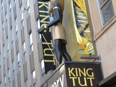PapiBlogger Greets NYC Fans and Visits King Tut as Part of Day 40 of Family Road Trip Thumbnail