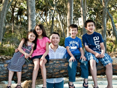 Two Times a Hero: This Latino Dad is a Soldier and a Single Parent to Four Kids Thumbnail