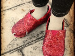 Wordless Wednesday: Torn and Worn Red Shoes Thumbnail