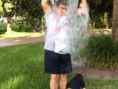 My #ALSiceBucketChallenge was a two for one deal! Pass it on! #Hispz 缩略图